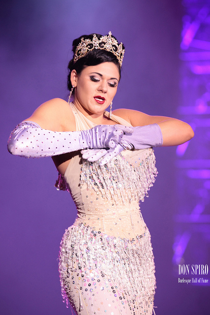 Reigning Queen of Burlesque 2010, Roxi DLite, gives a sensational farewell performance at BHoF 2011 (©Don Spiro)