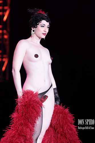 Reigning Queen 2005, Michelle L'amour at the BHoF 2011 Superstar Sunday Closing Gala (©Don Spiro).